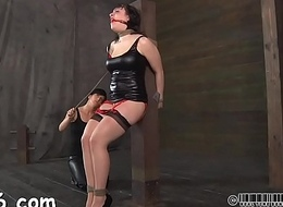 Hot whipping for beauty'_s butt